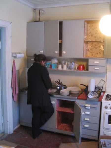 Keittiöremontti pitkän kaavan mukaan  Sihistin
